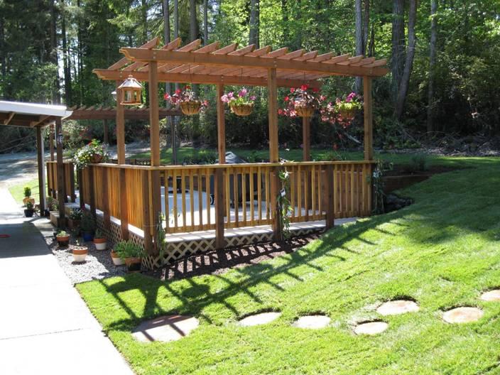 Deck with overhead trellis